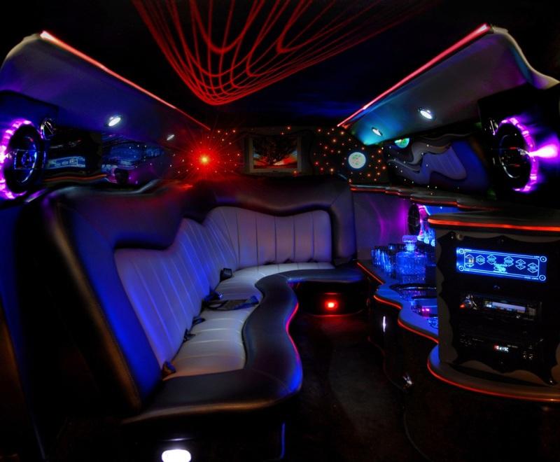 Location voiture de luxe avec chauffeur pour enterrement for Interieur voiture de luxe